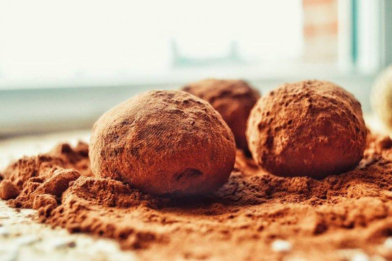 Шоколадови бонбони с лешников тахан
